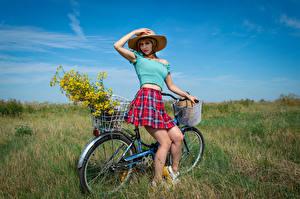 Картинки Поза Шляпа Юбке Блузка Велосипед Ноги Взгляд Victoria Borodinova девушка