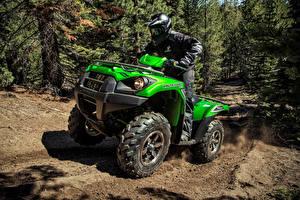 Картинки ATV Мужчины Едущий В шлеме Униформа 2012-2021 Kawasaki Brute Force 750 4×4i EPS