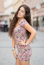 Картинки Боке Шатенка Смотрят Платье Руки Позирует Alessandra молодая женщина