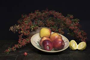 Обои для рабочего стола Яблоки Лимоны Рябина Тарелке Ветка Продукты питания