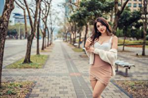Обои Азиаты Поза Взгляд Размытый фон Девушки картинки