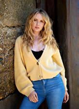 Картинки Carla Monaco Блондинка Поза Взгляд молодая женщина
