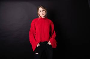 Фотография Свитер Взгляд Черный фон Claudie Michaud-Couture Девушки