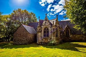 Фотографии Франция Церковь Старая Из камня Sainte-Christine, Bretagne город