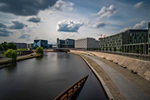 Фотография Германия Берлин Речка Здания Набережная Облако Spree river город