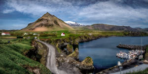 Картинка Исландия Горы Пристань Облако Деревня Arnarstapi Природа