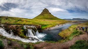 Обои для рабочего стола Исландия Горы Панорама Люди Kirkjufell Природа