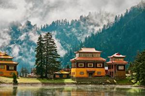 Картинка Горы Озеро Храм Китай Тумана Дерева Kuoka Temple, Western Sichuan, Kuoka Lake