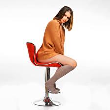 Фотография Кресло Поза Сидя Ноги Гольфах Свитере Смотрят Nikki молодые женщины
