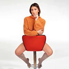 Обои Поза Кресло Сидит Ноги Гольфах Свитере Взгляд Nikki молодая женщина