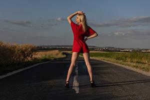 Обои Дороги Блондинка Позирует Ноги Victorine молодая женщина