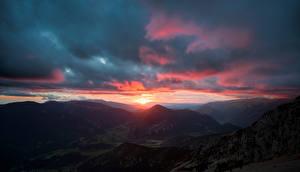 Картинка Испания Горы Рассветы и закаты Облако Pedraforca, Catalonia Природа