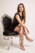 Фото Фотомодель Кресло Сидя Платье Ноги Смотрят Stefania