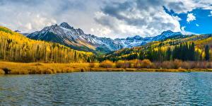 Обои для рабочего стола США Гора Озеро Осенние Панорама Облака Mount Sneffels Природа