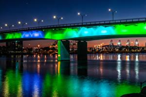 Обои для рабочего стола Штаты Реки Мосты Дома Калифорнии Ночные Уличные фонари Queensway Bridge at Shoreline Village in Long Beach Города