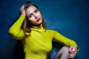 Фото Поза Свитера Руки Взгляд Ulya Ipatova, Nikolay Bobrovsky молодые женщины