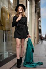Картинки Модель Шляпы Платье Ноги Взгляд Zoe Девушки